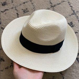 Packable wise brim hat